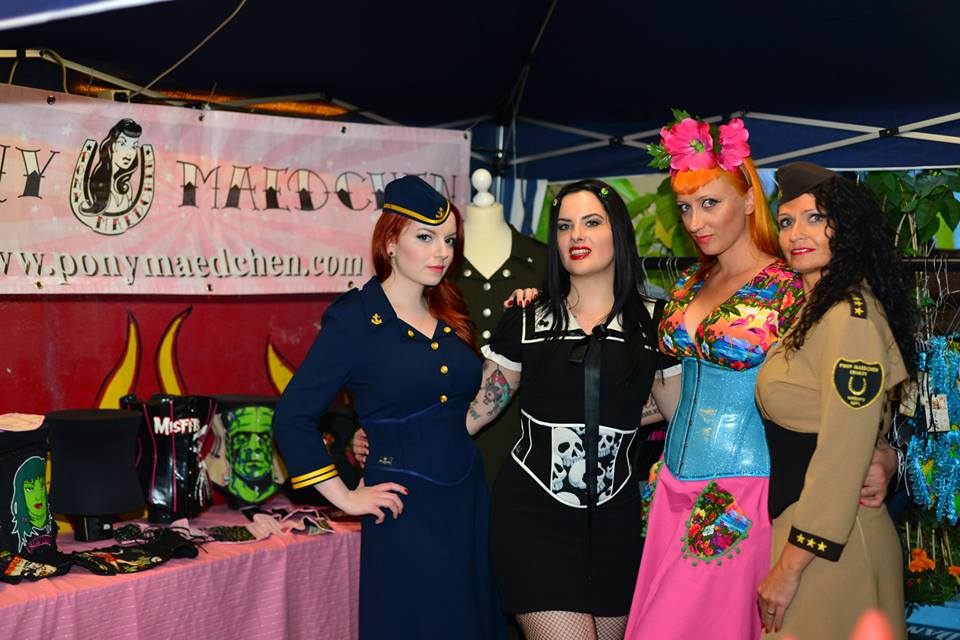 Am Stand von Hellmade Corsets ; Photography by Pluto